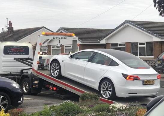 狂奔中的特斯拉屡次暴露质量问题:Model 3新车驾驶中掉落方向盘!