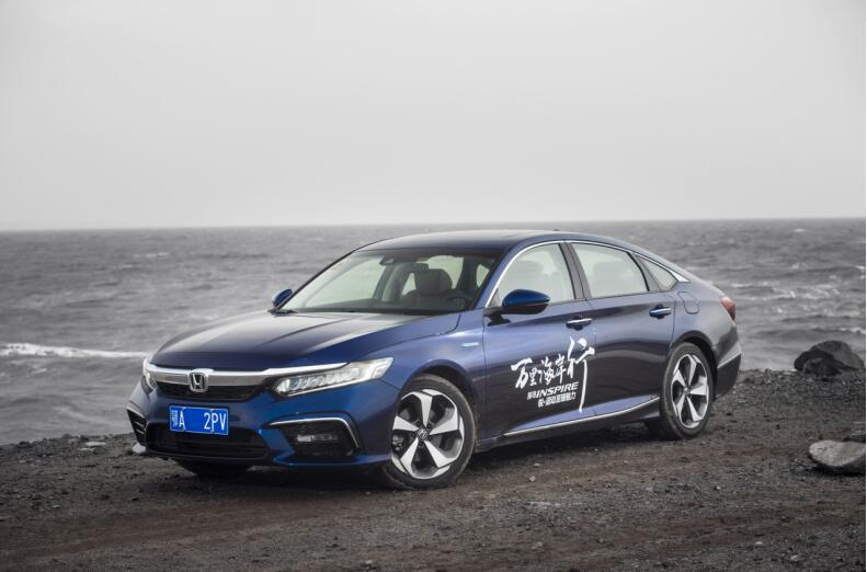 INSPIRE锐·混动对比凯美瑞双擎,谁是20万级混动B级车最优选?